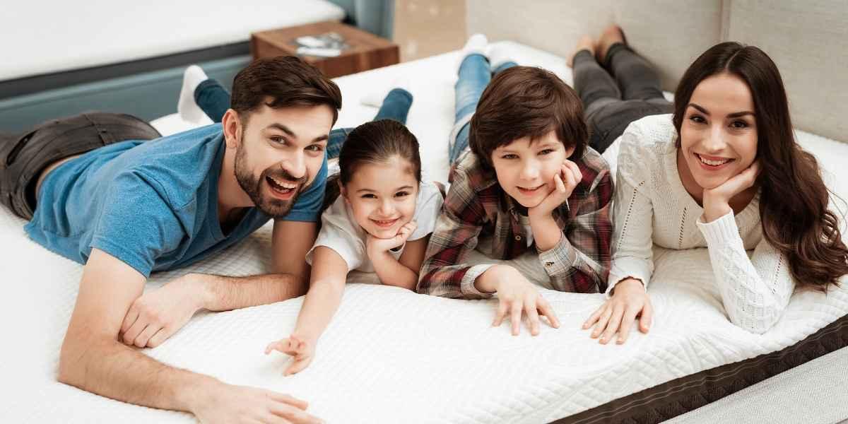 משפחה עם מזרון נקי