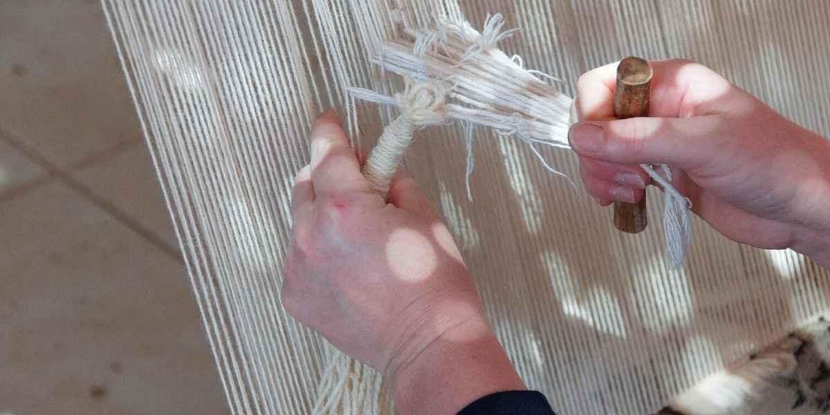 קשירת פרנזים בסוף שטיח
